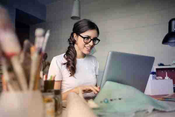 woman-using-organizational development assessment tool